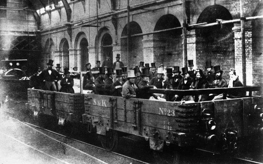 1862, Gladstone taking an inspection tour of the new metropolitan underground railway - foto: telegraph.co.uk