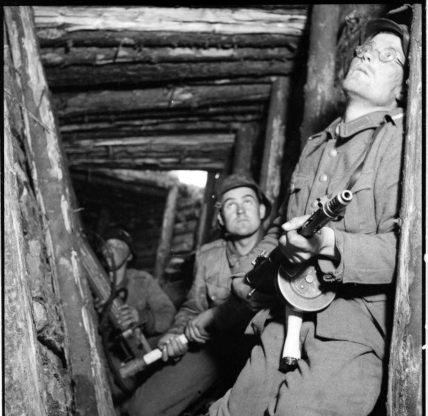 Războiul de Continuare (25 iunie 1941 – 19 septembrie 1944) Parte din luptelor de pe frontul de răsărit al celui de-al doilea război mondial - Finnish soldiers at the defensive VT-line during the Soviet Vyborg–Petrozavodsk Offensive in June 1944 - foto preluat de pe en.wikipedia.org