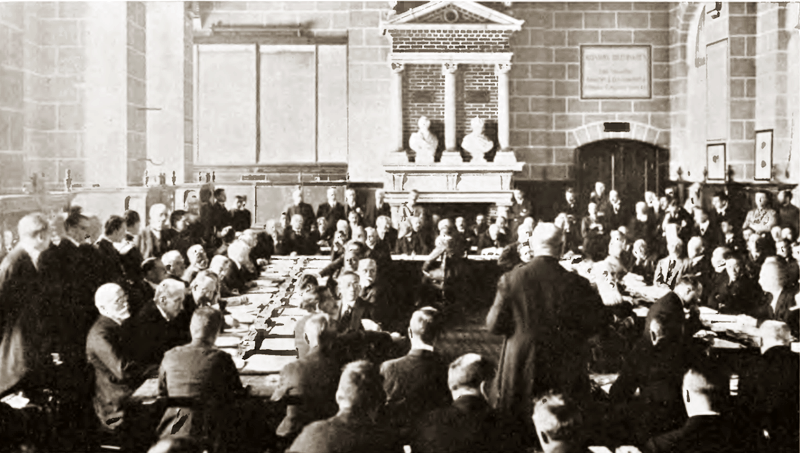 Tratatul de la Saint-Germain-en-Laye (10 septembrie 1919) - Signing ceremony, Austrian chancellor Renner addressing the delegates - foto preluat de pe en.wikipedia.org