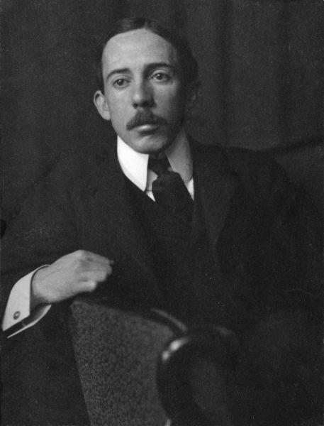 Alberto Santos-Dumont (n. 20 iulie 1873 – d. 23 iulie 1932) a fost unul dintre pionierii aeronauticii. S-a născut, a crescut şi a decedat în Brazilia. Contribuţiile sale în aeronautică provin din perioada în care locuia în Paris, Franţa - foto: ro.wikipedia.org