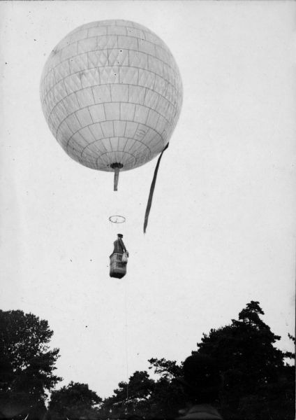 Santos-Dumont's first balloon, the Bresil - foto: en.wikipedia.org