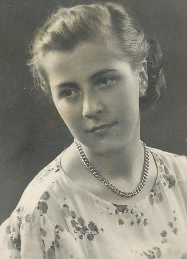 Niculina Moica (n. 21 octombrie 1943, Ploieşti) a fost arestată la 15 iunie 1959, pe când era elevă, la numai 16 ani şi condamnată la 20 ani muncă silnică pentru că făcuse parte, alături de alţi tineri, din organizaţia anticomunistă Uniunea Tineretului Liber din România - foto preluat de pe www.memorialsighet.ro