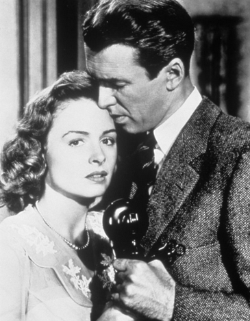 "George Bailey (James Stewart) proposes to Mary Hatch (Donna Reed): ""One of the most sublimely histrionic expressions of passion in film history."" - foto preluat de pe en.wikipedia.org"