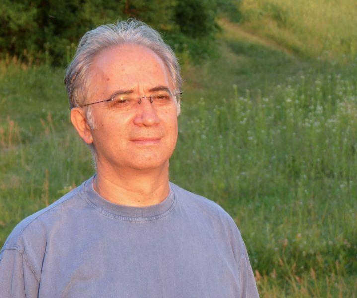 Gabriel Andreescu (n. 8 aprilie 1952, Buzău, România) este un activist român pentru drepturile omului şi specialist în domeniul ştiinţelor politice, disident anticomunist român, care s-a opus deschis lui Ceauşescu şi regimului său autoritar (Gabriel Andreescu in 2010) - foto preluat de pe ro.wikipedia.org