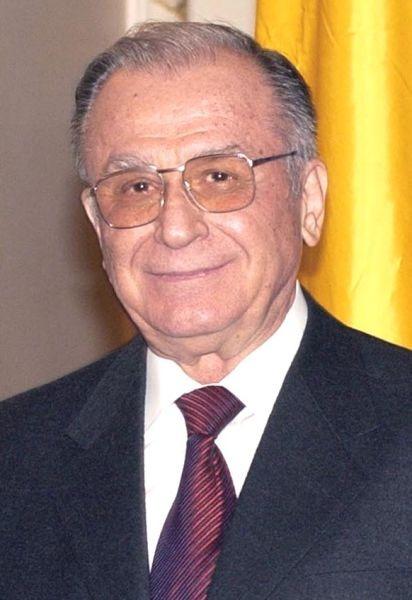 Ion Iliescu (n. 3 martie 1930, Oltenița, România) este un politician român, care a condus statul român în trei rânduri, ca președinte al CFSN între 22 decembrie 1989-1992, apoi ca președinte ales al României între anii 1992-1996 și 2000-2004. Între 1996-2000 și 2004-2008 a fost senator din partea PSD. A fost președinte de onoare al PSD - foto preluat de pe ro.wikipedia.org