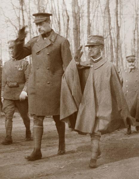 Regele Albert (stânga) și regele Victor Emmanuel al III-lea al Italiei (dreapta) - foto preluat de pe ro.wikipedia.org