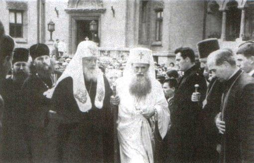 Patriarhul Justinian primeşte la Bucureşti vizita Patriarhului Alexei al Moscovei şi al întregii Rusii (iunie 1962) - foto preluat de pe ro.wikipedia.org