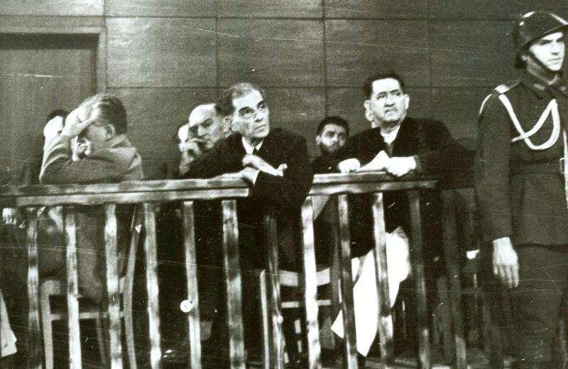 Boxa (in primul rand) Penescu col Stoika, Ion Mihalache - foto preluat de pe ro.wikipedia.org