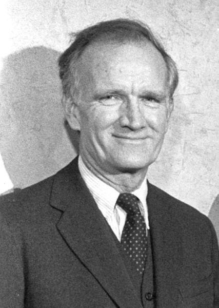 Val Logsdon Fitch (n. 10 martie 1923 - d. 5 februarie 2015) a fost un fizician american, laureat al Premiului Nobel pentru Fizică, în 1980, împreună cu James Cronin, pentru descoperirea violărilor principiilor fundamentale de simetrie la dezintegrarea mezonilor K neutri - foto preluat de pe ro.wikipedia.org
