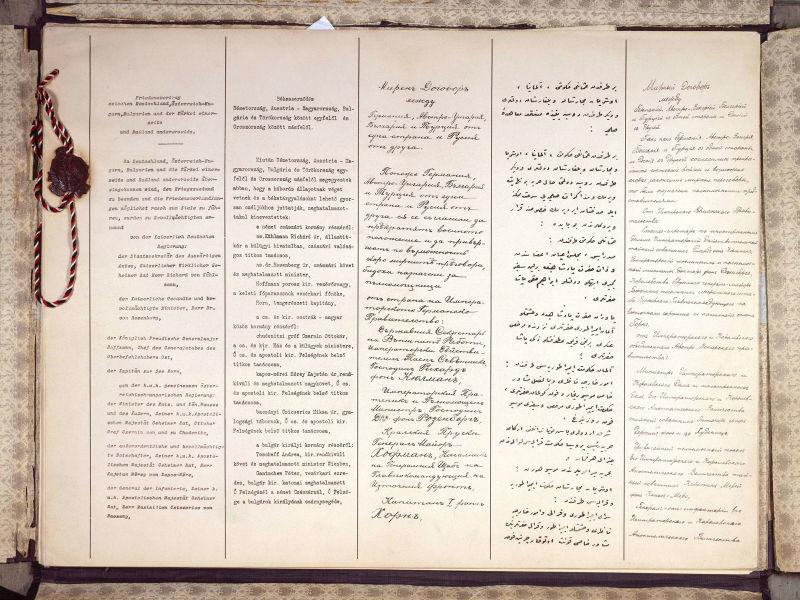 Tratatul de la Brest-Litovsk (3 martie 1918) dintre Rusia Bolşevică şi Puterile Centrale - Primele pagini ale tratatului de la Brest-Litovsk, (de la stânga la dreapta), textele în germană, maghiară, bulgară, turcă şi rusă - foto preluat de pe ro.wikipedia.org