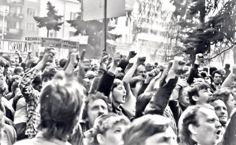Conflictul interetnic de la Târgu Mureș (19 martie - 21 martie 1990) - foto preluat de pe www.libertatea.ro