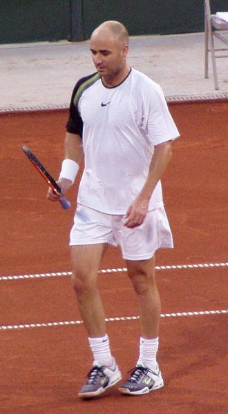 Andre Kirk Agassi (n. 29 aprilie 1970, Las Vegas, Nevada) este un fost lider mondial în tenisul profesionist, care a câştigat în carieră opt turnee de Mare Şlem şi o medalie olimpică de aur, în 1996, la Atlanta - foto preluat de pe ro.wikipedia.org