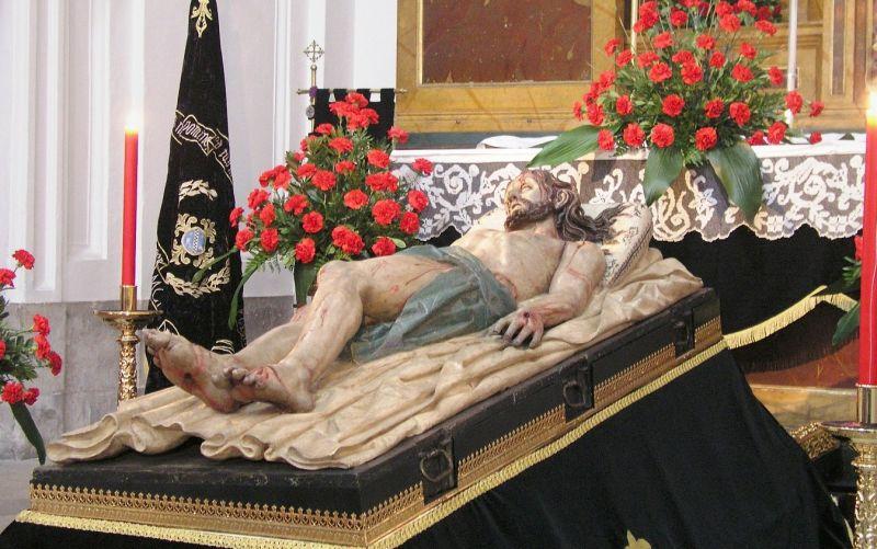 Statuia lui Isus pusă în mormânt (Gregorio Fernández. Mănăstirea din San Joaquin y Santa Ana, Valladolid) - foto preluat de pe ro.wikipedia.org