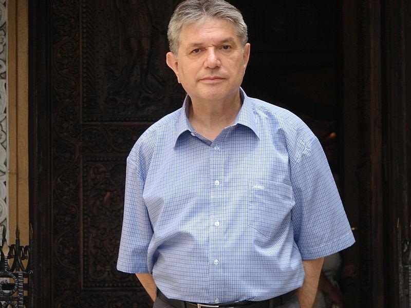 Mircea Florin Șandru (n. 20 aprilie 1949, Făgăraș) este un poet și un jurnalist român, membru al Uniunii Scriitorilor din România începând cu anul 1976 - foto preluat de pe ro.wikipedia.org