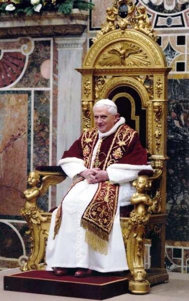 Benedict al XVI-lea, în latină Benedictus PP. XVI, născut Joseph Alois Ratzinger, (n. 16 aprilie 1927, Marktl am Inn, Bavaria), a fost al 265-lea papă al Bisericii Catolice, ales la 19 aprilie 2005 în urma Conclavului din 2005, ca succesor al papei Ioan Paul al II-lea - foto preluat de pe ro.wikipedia.org