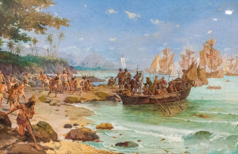 Descriere romantică a primei acostări a lui Cabral pe Insula Adevăratei Cruci (Brazilia actuală). Poate fi văzut pe ţărm (centru) stând în faţa unui soldat în armură care poartă un drapel al Ordinului lui Hristos - foto preluat de pe ro.wikipedia.org