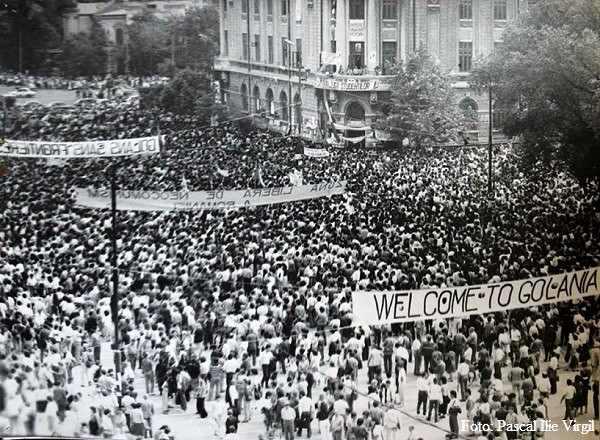 Piata Universitati (1990) - foto preluat de pe www.facebook.com