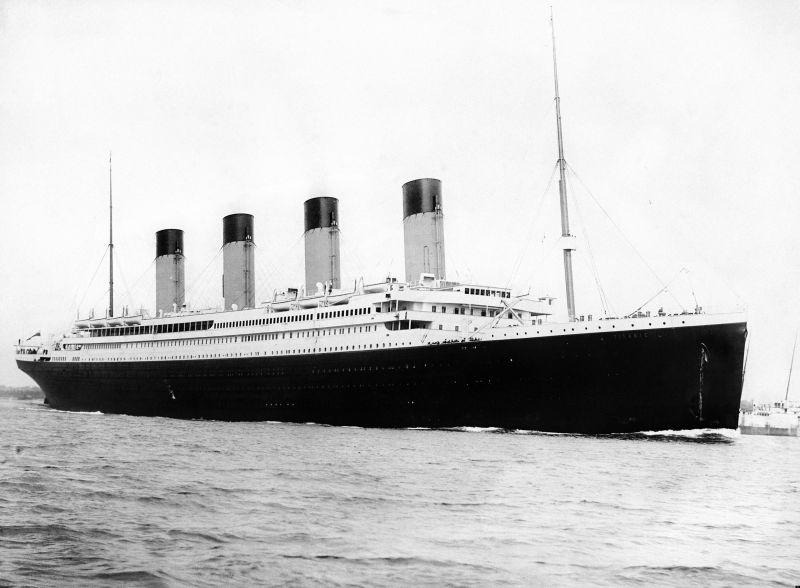 RMS Titanic plecând din Southampton pe 10 aprilie, 1912 - foto preluat de pe ro.wikipedia.org