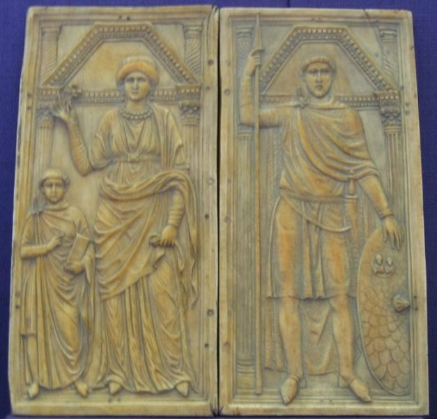 A possibly ivory diptych of Stilicho (right) with his wife Serena and son Eucherius, ca. 395 (Monza Cathedral.) It should be noted that the identity might also be attributed to Aetius - foto preluat de pe en.wikipedia.org