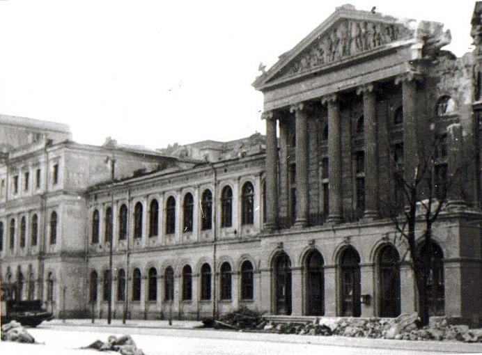 Universitatea din București (15 aprilie 1944) -foto preluat de pe art-historia.blogspot.com