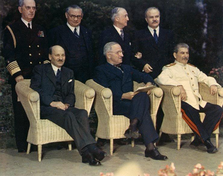 Conferința de la Potsdam (17 iulie - 2 august 1945) - Attlee, Truman şi Stalin la Potsdam - foto preluat de pe ro.wikipedia.org