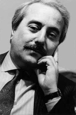 Giovanni Falcone (n. 18 mai 1939, Palermo – d. 23 mai 1992, Capaci) a fost un magistrat Italian specializat în instrumentarea delictelor Cosa Nostra - foto preluat de pe it.wikipedia.org