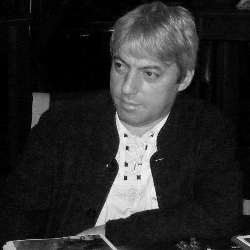 Marius Oprea (n. 22 mai 1964, Târgoviște) este un istoric, poet și eseist român, membru al Uniunii Scriitorilor din România - foto preluat de pe facebook.com