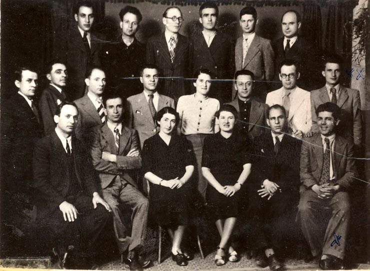 """Grup de comunişti: Nicolae Ceauşescu, Constantin David, Teohari Georgescu ş.a. (mai 1939) - foto preluat de pe """"Fototeca online a comunismului românesc"""", Cota: 1/1939"""