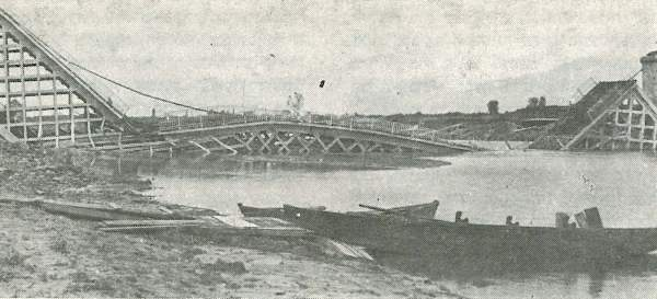 Răscoala de la Tighina (27 - 28 mai 1919) - Fostul pod de cale ferată de la Tighina, după dinamitare - foto preluat de pe ro.wikipedia.org