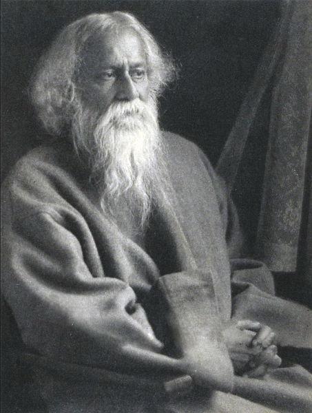 Rabindranath Tagore , numele europenizat al lui Rabindranâth Thâkur (n. 7 mai 1861, Jorosanko, Calcuta - d. 7 august 1941) a fost un scriitor și filosof indian din provincia Bengal, supranumit Sufletul Bengalului și Profetul Indiei moderne, laureat al Premiului Nobel pentru Literatură în anul 1913 - Tagore (c. 1925) - foto preluat de pe en.wikipedia.org