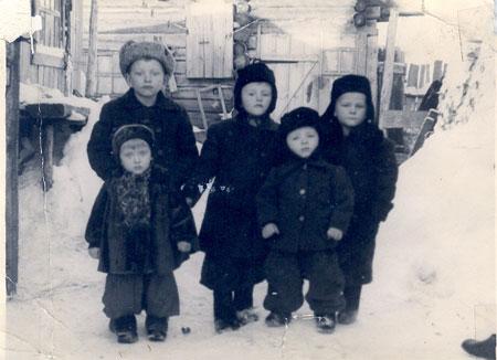 Copii în Siberia (1950), foto preluat de pe romaniidinkazahstan.info
