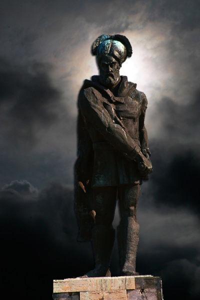 Statuia lui Ioan Vodă cel Cumplit (Ioan Vodă cel Viteaz) - Suceveni - foto preluat de pe www.historia.ro