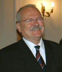Ivan Gasparovic (n. 27 martie 1941, Poltár) este un politician slovac şi profesor de drept care a fost preşedinte al Slovaciei între 2004 - 2014. A fost primul preşedinte slovac reales în funcţie - foto preluat de pe ro.wikipedia.org