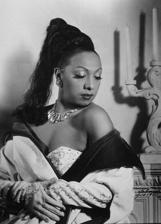 Photo by Rudolf Suroch of Josephine Baker. Havana, Cuba. 1950 - foto preluat de pe ro.wikipedia.org