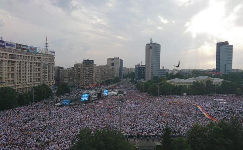 """Miting PSD-ALDE (Piața Victoriei - 9 iunie 2018) 200.000 de oameni, în stradă împotriva """"Statului Paralel"""" - foto realizat de Radu Bădoiu, preluat de pe epochtimes-romania.com"""