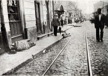 Pogromul de la Iași - (27 - 29 iunie 1941) - Cadavre de evrei pe străzile Iașului în timpul pogromului - foto preluat de pe ro.wikipedia.org