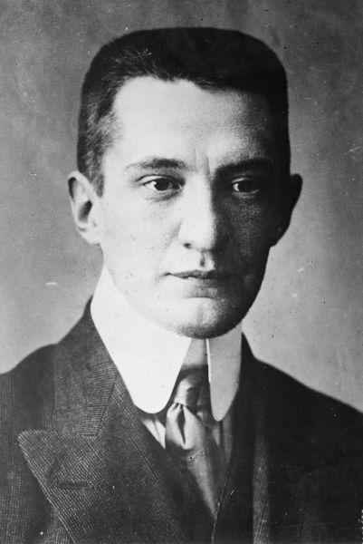 Aleksandr Fiodorovici Kerenski (n. 22 aprilie/4 mai 1881, Ulianovsk, Imperiul Rus – d. 11 iunie 1970, New York, SUA a fost al doilea prim-ministru al Guvernului provizoriu rus, chiar înainte ca bolşevicii lui Lenin să cucerească puterea - foto preluat de pe ro.wikipedia.org