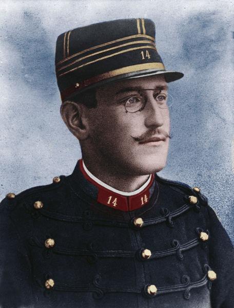 Alfred Dreyfus (n. 9 octombrie 1859 – d. 12 iulie 1935) a fost un ofițer francez de origine evreiască, condamnat pe nedrept în anul 1894 pentru trădare de țară, la deportare pe viață, din pricina unor documente care s-au dovedit false, și care erau menite să-l acopere pe adevăratul vinovat, maiorul Ferdinand Walsin Esterhazy(fr). În epocă, cazul a fost un scandal major, denumit afacerea Dreyfus - Alfred Dreyfus c. 1894 -  foto preluat de pe en.wikipedia.org