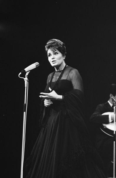 Amália Rebordão Rodrigues (07.23.1920-10.06.1999), cunoscută sub numele de Amalia Rodrigues, a fost o cântăreaţă de fado şi actriţă portugheză - foto preluat de pe ro.wikipedia.org