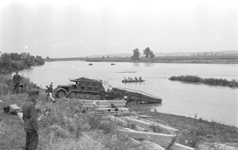 Operațiunea München (2 – 26 iulie 1941) Parte a luptelor de pe Frontul de răsărit al celui de-al Doilea Război Mondial (Trupele germano-române traversează Prutul) - foto preluat de pe ro.wikipedia.org