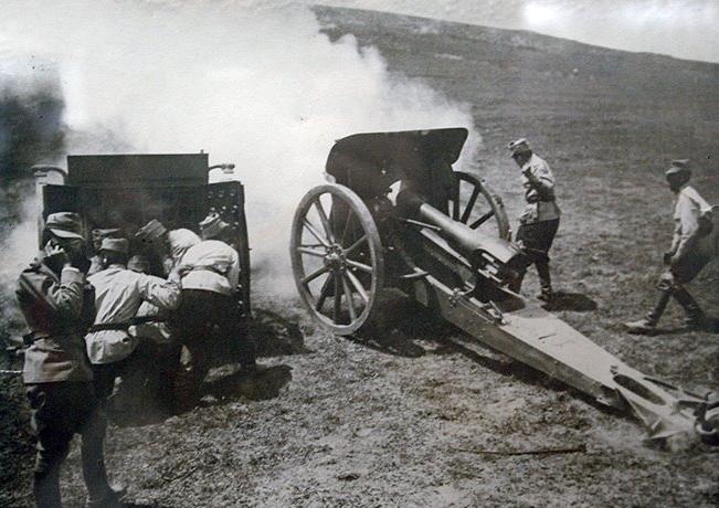 Bătălia de la Mărăşti  (11/24 iulie 1917 şi 19 iulie/1 august 1917) Parte a Primului Război Mondial - Obuzierul Krupp, calibrul 105 mm, model 1912 - foto preluat de pe ro.wikipedia.org