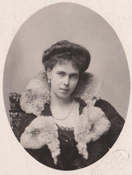 Prințesa Beatrice de Saxa-Coburg și Gotha (Beatrice Leopoldine Victoria; 20 aprilie 1884 – 13 iulie 1966) a fost membru al familie regale britanice, nepoată a reginei Victoria. Prin căsătorie a intrat în familia regală spaniolă; a fost soția lui Alfonso de Orleans y Borbón, infante al Spaniei. În familie era numită Bea - foto preluat de pe en.wikipedia.org