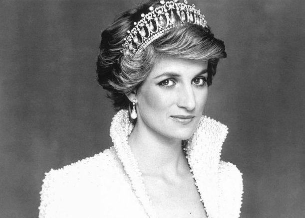 Diana, Prințesă de Wales (Diana Frances, născută Spencer) (1 iulie 1961 – 31 august 1997) a fost prima soție a lui Charles, Prinț de Wales, moștenitorul tronului Regatului Unit - foto preluat de pe www.deslettres.fr