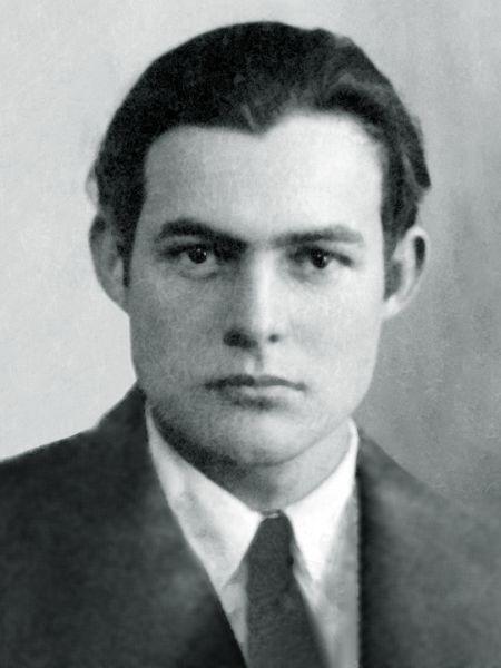 Ernest Miller Hemingway (n. 21 iulie 1899, Oak Park, Illinois, SUA – d. 2 iulie 1961, Ketchum, Idaho, SUA) a fost un romancier, nuvelist, prozator, reporter de război, laureat al Premiului Pulitzer în 1953, laureat al Premiului Nobel pentru Literatură în 1954, unul dintre cei mai cunoscuţi scriitori americani din întreaga lume - Ernest Hemingway's 1923 passport photo - foto preluat de pe ro.wikipedia.org