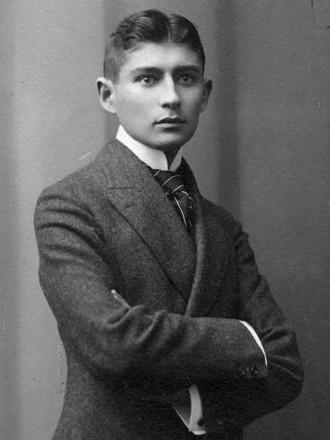 Franz Kafka (n. 3 iulie 1883, Praga, Austro-Ungaria Kierling, Austria) a fost un scriitor de limbă germană, evreu originar din Praga (A portrait of the Bohemian writer Franz Kafka shot in Atelier Lotte Jacobi) - foto preluat de pe ro.wikipedia.org