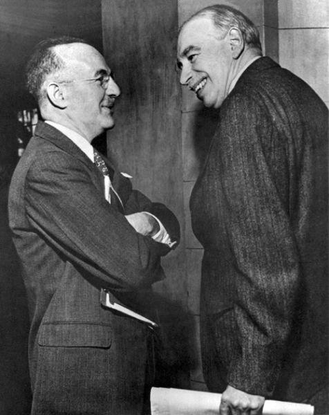 Acordul de la Bretton Woods (1-22 iulie 1944) - Harry Dexter White, asistentul secretarului Trezoreriei SUA și britanicul John Maynard Keynes, protagoniștii conferinței - foto preluat de pe ro.wikipedia.org