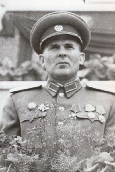 Leontin Sălăjan (n. Leon Silaghi (Szilágyi) , 19 iunie 1913, Santău, comitatul Sătmar - d. 28 august 1966, Bucureşti)[1] a fost un politician comunist şi general de armată român de origine maghiară. El a îndeplinit funcţia de şef al Marelui Stat Major al Armatei Române (1950-1954) şi apoi pe cea de ministru al forţelor armate (1955-1966). Leontin Sălăjan a fost membru al Partidului Comunist Român din anul 1939 - Generalul Leontin Sălăjan. București, Piața Aviatorilor, 1 mai 1953. Aspect de la tribuna oficială cu prilejul sărbătoririi Zilei Internaționale a Oamenilor Muncii. (1 mai 1953) -cititi mai mult pe ro.wikipedia.org