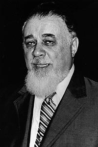 Moses Rosen (n. 23 iulie 1912, oraşul Moineşti, judeţul Bacău - d. 6 mai 1994, Bucureşti) a fost şef-rabinul Cultului Mozaic din România (1948-1994) precum şi preşedinte al Federaţiei Comunităţilor Evreieşti din România (1964-1994). În anul 1957 a devenit deputat în Marea Adunare Naţională şi în 1992 Membru de Onoare al Academiei Române - foto preluat de pe ro.wikipedia.org