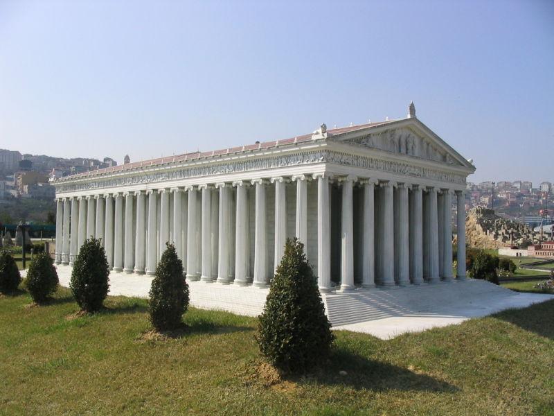 Acest model al Templului Artemis, din Parcul Miniatürk, Istanbul, Turcia, încearcă să recreeze apariția probabilă a primului templu - foto preluat de pe en.wikipedia.org