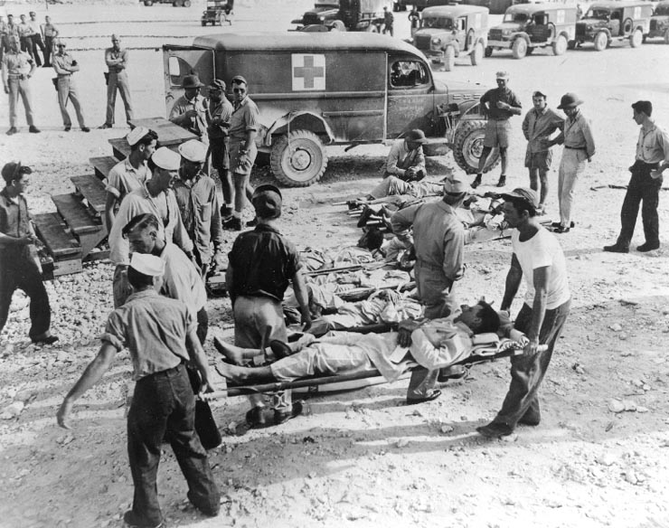 Survivors of Indianapolis on Guam, in August 1945 - foto preluat de pe en.wikipedia.org